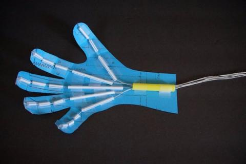 Paper and Straws Robotic Hand